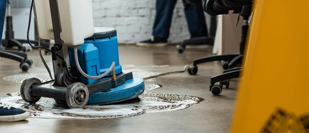 What are the benefits of using a professional commercial cleaning service?